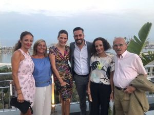Remedios Cervantes con Kike Calleja y su familia